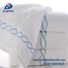 Personalice la toalla del hotel del bordado 100% Cotton para el balneario