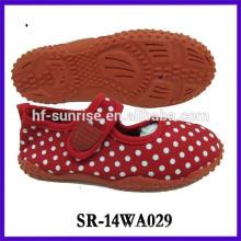 Nuevos zapatos con estilo del color de la aguamarina de la manera calzado que camina del agua de la playa calzan los zapatos de la aqua