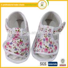Weiche lederne Babyschuhe einfache weiße Babyschuhe Sandelholze Babyschuhe