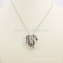 Brillante plata hueco de aleación de metal hoja collar