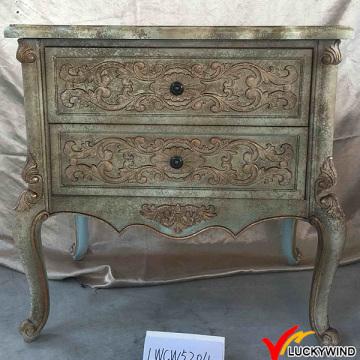 Старинный деревянный резной шкаф