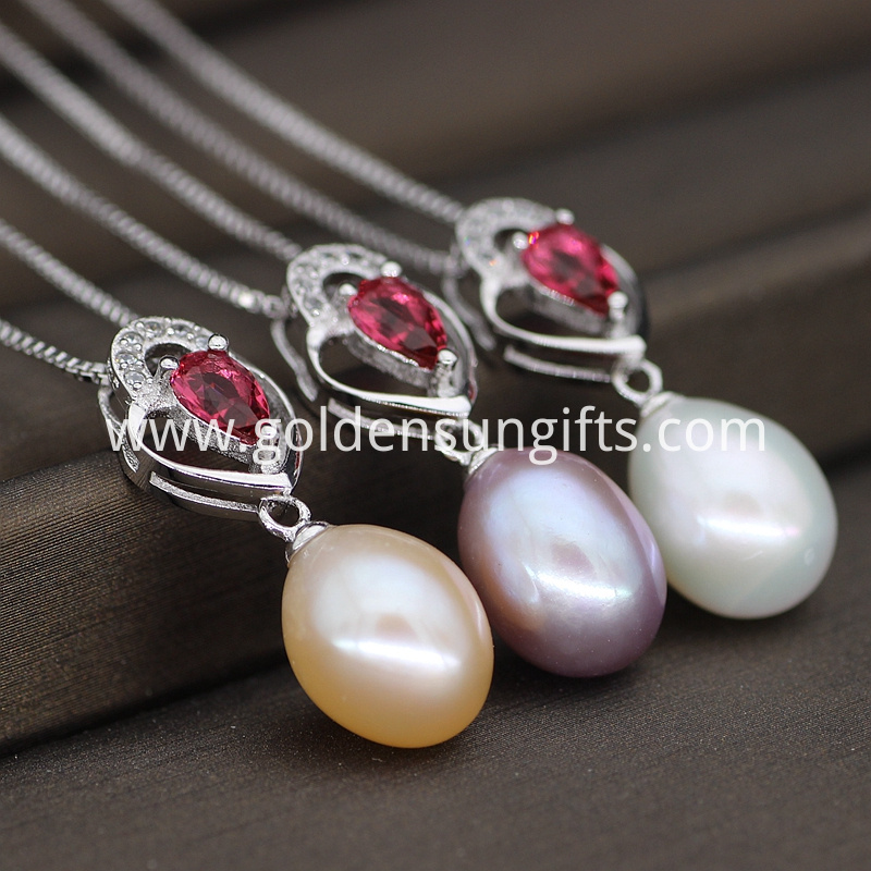 Single Pearl Pendant