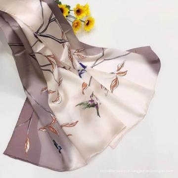 Foulard en satin de soie à impression numérique pour femme