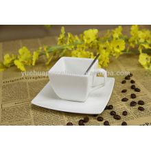 Объемная керамическая кружка кофе и блюдце