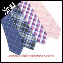 Laço de lãs de seda dos homens com a gravata bonita de lãs da venda por atacado das verificações