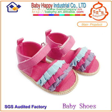 Zapatos rosados y sandalias rosados de las muchachas de la alta calidad