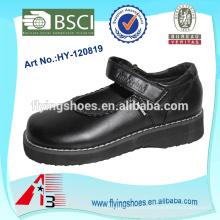Черный кожаный ботинок новой девушки способа