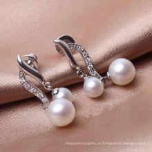 Brincos de prata de pérolas duplas