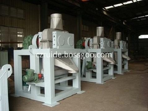 Roll press granulator
