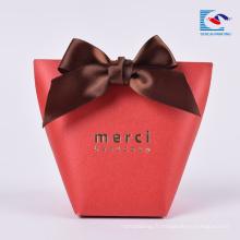 Boîte de papier d'emballage de cadeau de sucrerie d'impression faite sur commande de vente chaude avec le ruban