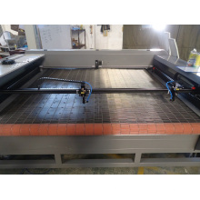 Haute vitesse 1800mm * 1300mm Double tête CNC Laser Cutting Machine