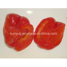 Doux poivrons rouges dans le pot en verre