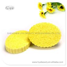 Gelbe komprimierter Schwamm zum Gesicht waschen