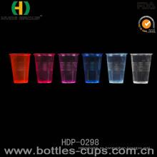 Taza plástica disponible neón de la bebida del agua plástica