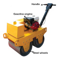 Kleiner Weg hinter dem Single Wheel Road Roller Compactor