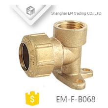 EM-F-B068 Espagne 90 degrés Pex Fitting avec tuyau en laiton oreille oreille coude