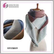 A geometria confortável morna de 2015 senhoras imita o lenço do xaile da caxemira