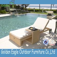 Chaud Sun Lounger avec table d'appoint