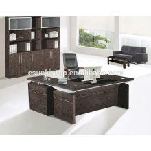 Mesa de escritório de madeira de luxo com decoração de vidro no topo da mesa