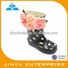 Zapato plástico de goma de moda para niños