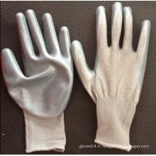 Fabricant de polyester avec gant en nitrile