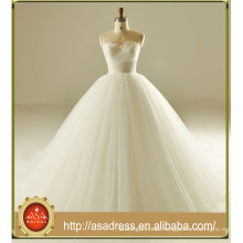 2017 Unique Sweetheart Sleeveless Feather Ball Gown Lace Up Strapless Wedding Dress ASA01