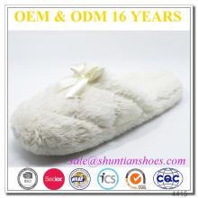 Pantoufle intérieur en tissu fluffy design international