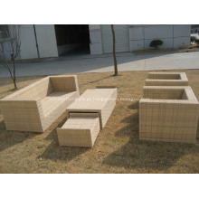 Conjunto de móveis de jardim e confortável sofá clássico