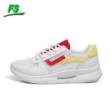 Facile à assortir des chaussures, des chaussures blanches d'étudiant de maille respirable coréenne