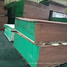 Varios grados de chapa de madera de caoba