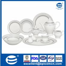 Обеденная посуда из белого фарфора 42шт изготовлена на заводе
