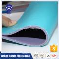 Rouleau de plancher de sports en gros de PVC pour le terrain de badminton / basket / handball