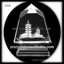 K9 3D Laser Building Model dentro de la pirámide de cristal