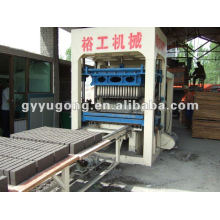 Bricks Making Machinery avec une production élevée - Yugong The Model QT4-20 Semiautomatic
