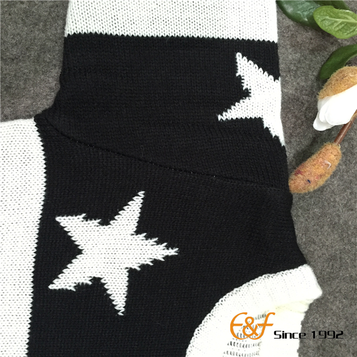Black-white Color Sweater with Star Jacquard