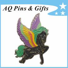 Hot vendendo Cavalo Lapel Pin Badge com brilho e epóxi (badge-112)