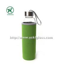 Стеклянная бутылка с крышкой из нержавеющей стали с наружным чехлом из неопрена