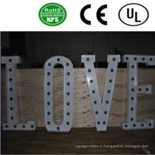Signes de lettre d'ampoule LED avant allumée de haute qualité