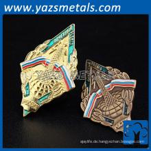 kundenspezifische hochwertige billige weiche harte Emaille Metall Anzug Möbel Abzeichen