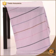 Toalha de alta qualidade da tintura do fio da listra com bordado e cetim