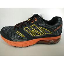 Zapatillas de deporte de los zapatos que van de excursión de los hombres