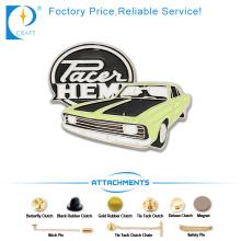 Heißer Verkaufs-Andenken-Emaille-Pin-Abzeichen in der alten Auto-Form mit Grün