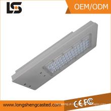 Carcaça de fundição de liga de alumínio ADC12 com processamento por pulverização para luz de rua com luz solar