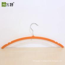 cintre en plastique mince recouvert de caoutchouc pour vêtement