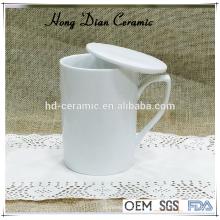 Weißer Keramikbecher mit Deckel, 300 ml Porzellanbecher Großhandel, Keramikbecher mit Untersetzer / Deckel
