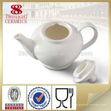 Bouilloire en céramique décorative blanche à la maison et pot de thé pour un usage quotidien