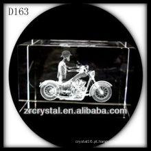 Motocicleta gravada K9 3D laser dentro do retângulo de cristal