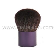 Kabuki escova com virola roxa no cabelo natural