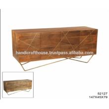 Armario de latón industrial con mango de madera y percha de metal Aparador