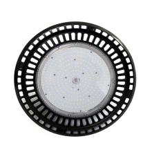 Светодиодный светильник для высоких пролетов UFO, используемый в спортзале